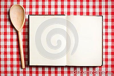 Apra il vecchio libro di ricetta