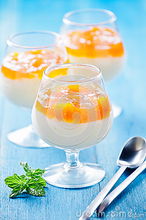 Free Apricot And Vanilla Cream Stock Photo - 43745020