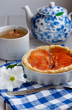 Free Apricot Tart Royalty Free Stock Photography - 15578847