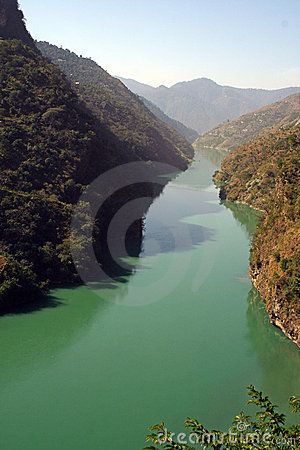 Free Aqua Green River Beas IN HImalachal India Royalty Free Stock Photography - 7078057