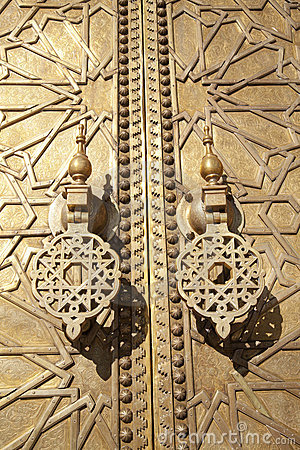 Free Arabic Gold Craftwork Royalty Free Stock Photography - 19018117