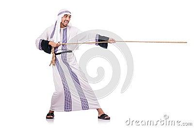Arabische mens in touwtrekwedstrijd