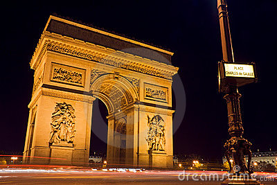 Arc de Triomphe and street plate