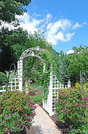 Free Arch In The Garden Stock Photo - 10719040