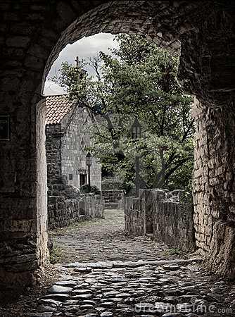 Free Arch Pathway In Old Town Royalty Free Stock Image - 16815596