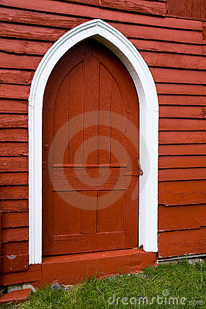 Free Arched Door In Old Red Wooden Barn. Stock Photo - 15699350