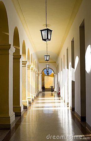 Free Arched Hallway Royalty Free Stock Photos - 8809268