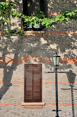 Architektury starzejący się okno zewnętrznie lampowy drogowy