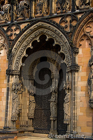 Free Archway And Sculpture Royalty Free Stock Photo - 2350575