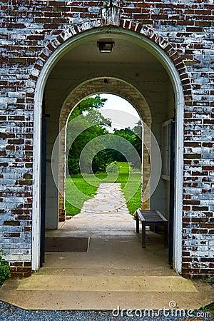 Archway velho do tijolo