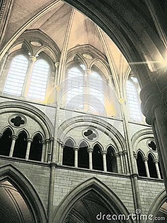 Archways internos da igreja