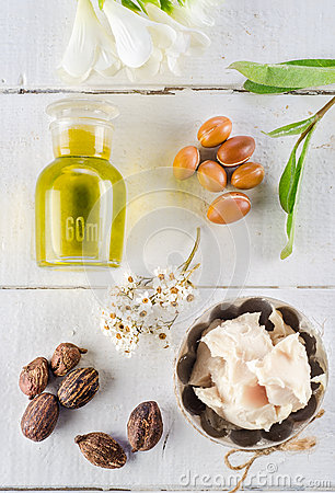 Free Argan And Shea Nut Royalty Free Stock Image - 46125026