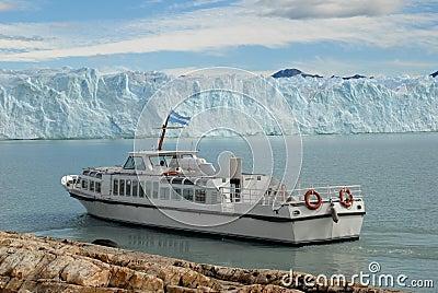 Argentine excursion ship near the Perito Moreno Gl