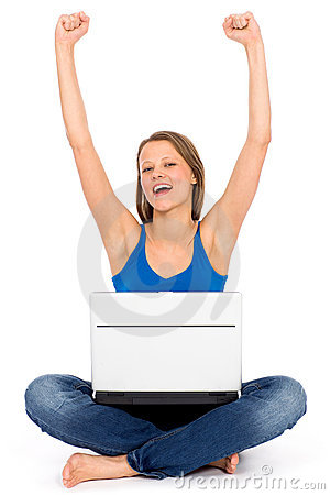 Arms flickan henne att lyfta för glädjebärbar dator