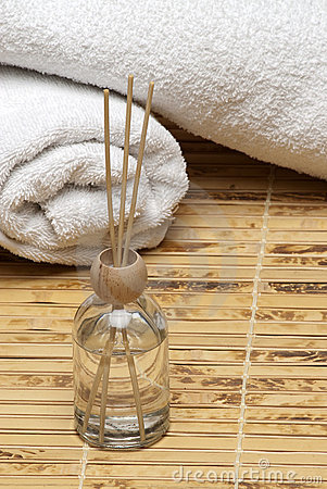 Aromatherapy Spa Scent Diffuser with towels bamboo