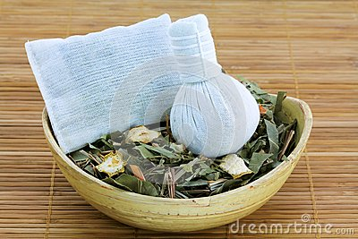 Aromatic Herbal Steam: traditional Thai compress