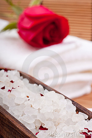 Aromatic rose bathing salt