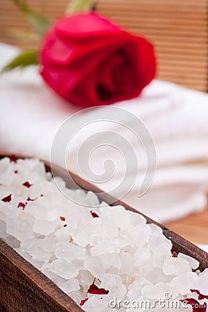 Aromatic rose bathing salt