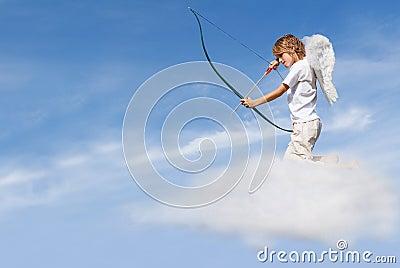Arqueamiento y flecha de la despedida del Cupid