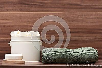 Arreglo del jabón, de la toalla y de flores