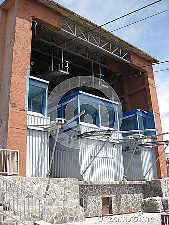Arrivo della cabina di funivia 2 fotografia stock for Affitti della cabina di whistler