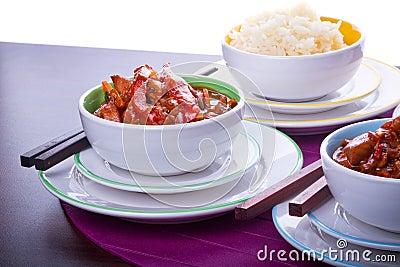 Arroz chinês e galinha doce e ácida