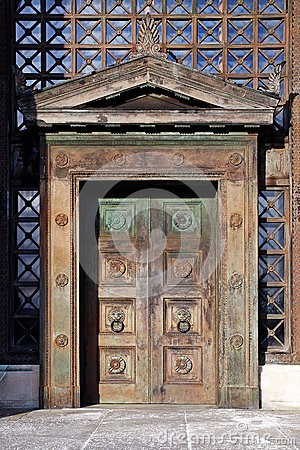 Free Art Deco Wooden Doors Royalty Free Stock Image - 30177926