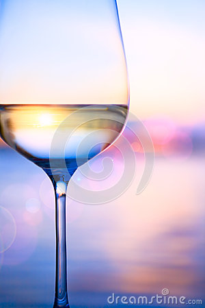 Free Art White Wine On The Summer Sea Background Stock Images - 31567864