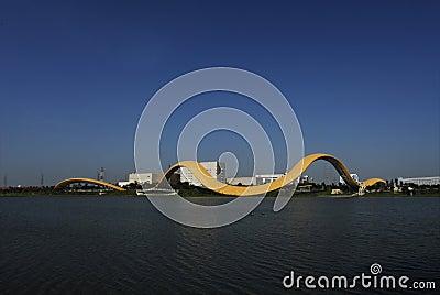 Arte asombroso de la cinta en el lago