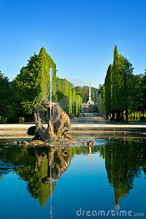 Free Artesian Well In Schonbrunn Gardens, Vienna Stock Photo - 5154920