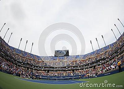 Arthur Ashe stadium przy Billie Cajgowego królewiątka tenisa Krajowym centrum podczas us open 2013 Zdjęcie Stock Editorial
