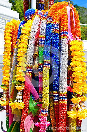 Artificial garlands