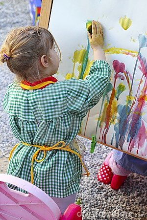 Free Artist Little Girl Children Painting A Picture Stock Images - 15842114