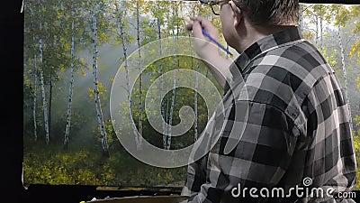Artista que trabalha na pintura video estoque