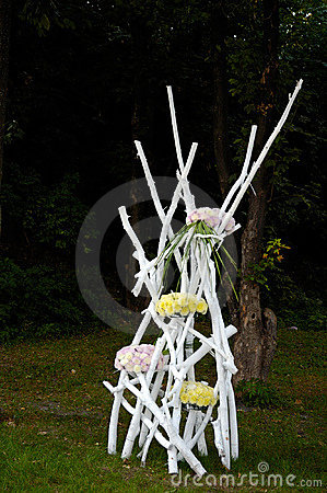 Artistic Landscape-gardening Flower Arrangements
