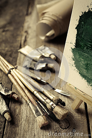 Free Artistic Paintbrushes, Tubes Of Oil Paint And Easel Stock Images - 47248524