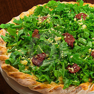 Arugula and sundried tomato pizza