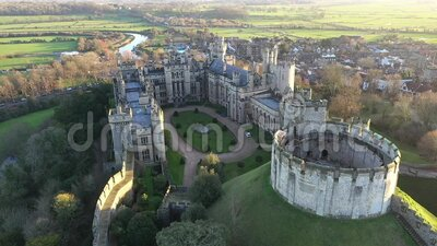Arundel Castle, Arundel, West Sussex, Inghilterra, Regno Unito Cortile interno IV stock footage