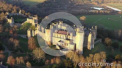 Arundel Castle, Arundel, West Sussex, Inghilterra, Regno Unito 4k Ora di tramonto II video d archivio