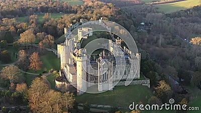 Arundel Castle, Arundel, West Sussex, Inghilterra, Regno Unito 4k Ora di tramonto IV video d archivio