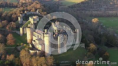 Arundel Castle, Arundel, West Sussex, Inghilterra, Regno Unito 4k Ora tramonto archivi video