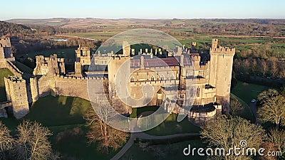 Arundel Castle, Arundel, West Sussex, Inghilterra, Regno Unito Vista occhi d'uccello XIII video d archivio