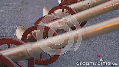 As trombetas fecham-se acima, usado para procissões musicais da Semana Santa do acompanhamento filme