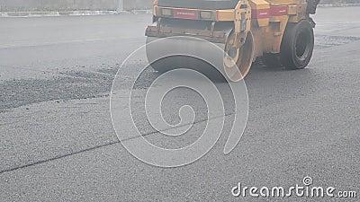 Asfalto Construção rodoviária Reconstrução da rua Restauração do pavimento Local de construção Trabalhadores video estoque