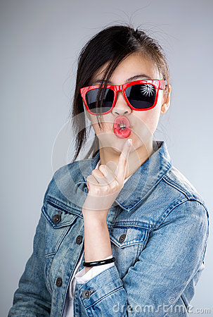 Free Asia Woman Pout Lip With Sunglasses Royalty Free Stock Photography - 39385627