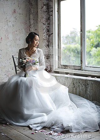 Free Asian Bride Holding Flower Bouquet Wedding Engagement Ceremony Stock Photography - 92939752