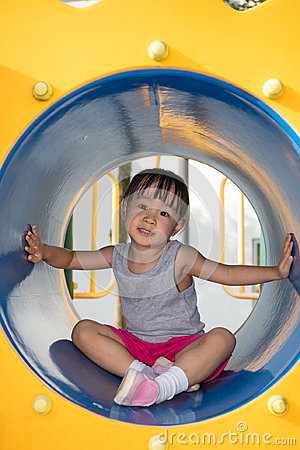 Free Asian Chinese Little Girl Sitting In The Tunnel Stock Photo - 95377040