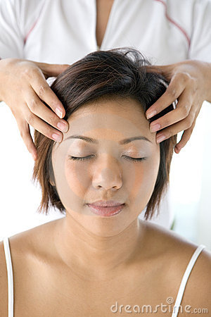 Free Asian Female Receiving Gentle Head Massage Stock Images - 4696204