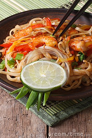 Free Asian Food: Rice Noodles With Shrimp And Vegetables Vertical Stock Photos - 47469553