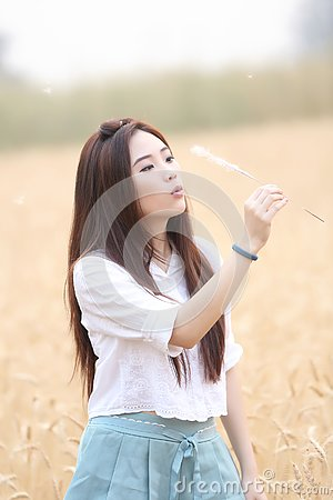 Free Asian Girl At Wheat Field Royalty Free Stock Image - 136990126